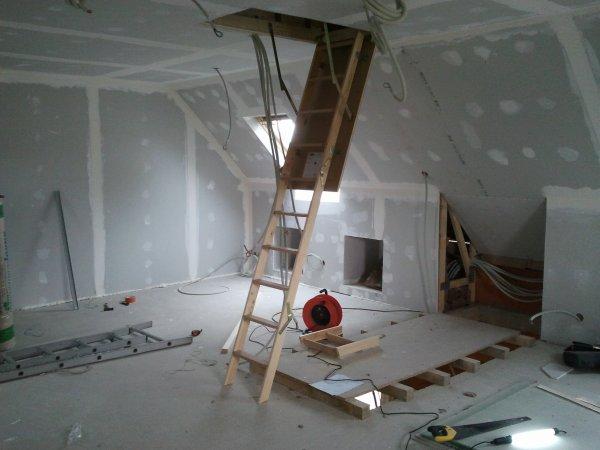 13 avril 2012 trappe d 39 acc s aux combles notre maison mikit dans le morbihan. Black Bedroom Furniture Sets. Home Design Ideas