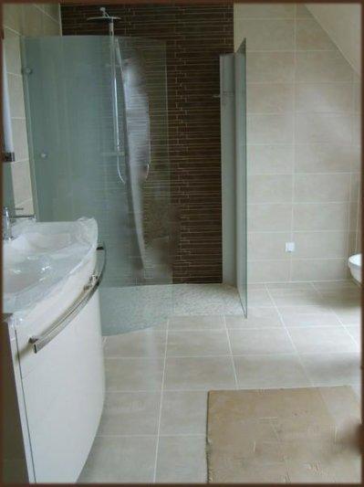 Carrelage salle de bain la construction de notre maison for Salle de bain couleur sable